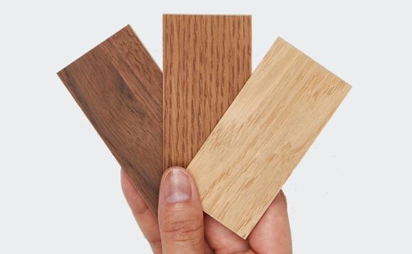 <span>サンプルお申込み</span>張地や木部サンプルを実際に手に取って、質感やお色目をお確かめいただけます。